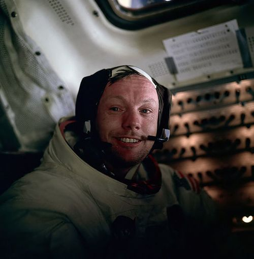 armstrong_on_moon
